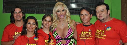 Atração – Organizadores da Parada com a DJ Sabrina Boing Boing.